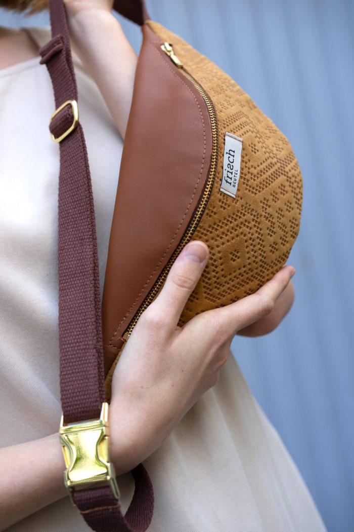 Bauchtasche Boho präsentiert von Modell