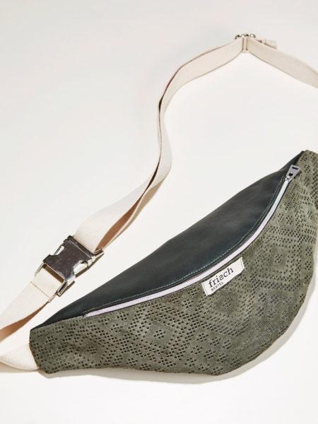 Produktfoto Bauchtasche in dunkelgrün mit Boho Muster und Baumwollgurt