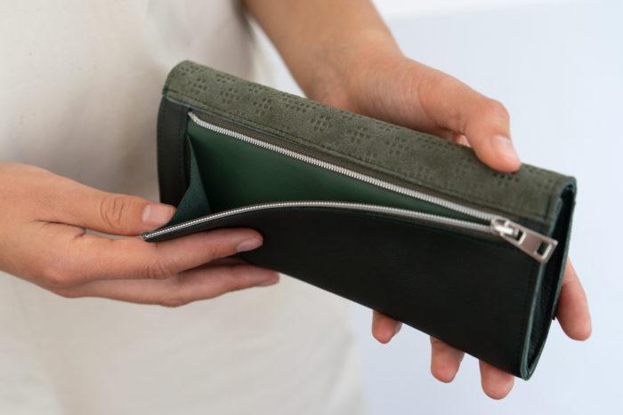 Grüner Geldbeutel mit Reißverschlussfach für Münzen