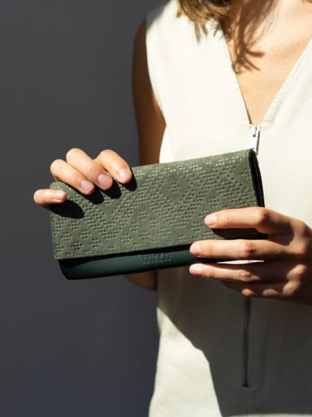frisch Beutel Portemonnaie in grün mit Prägung