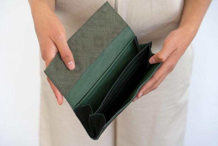 Innenfächer für Karten eines grünen Portemonnaies aus Leder