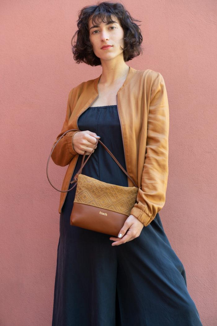 frisch Tasche aus braunem Leder mit Muster geprägt