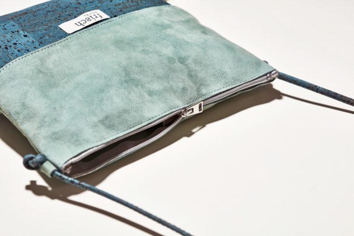 Detail der Handtasche Kiesel von frisch Beutel aus Kork und Leder in türkis