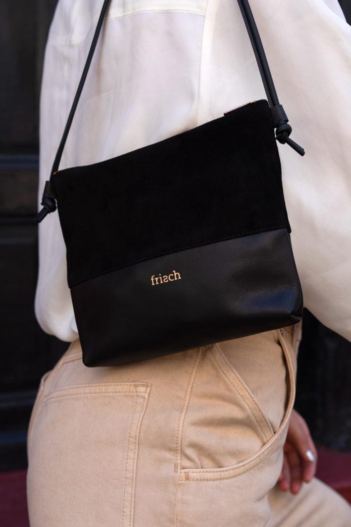 Schicke Handtasche aus schwarzem Leder und Velour mit Kupfer