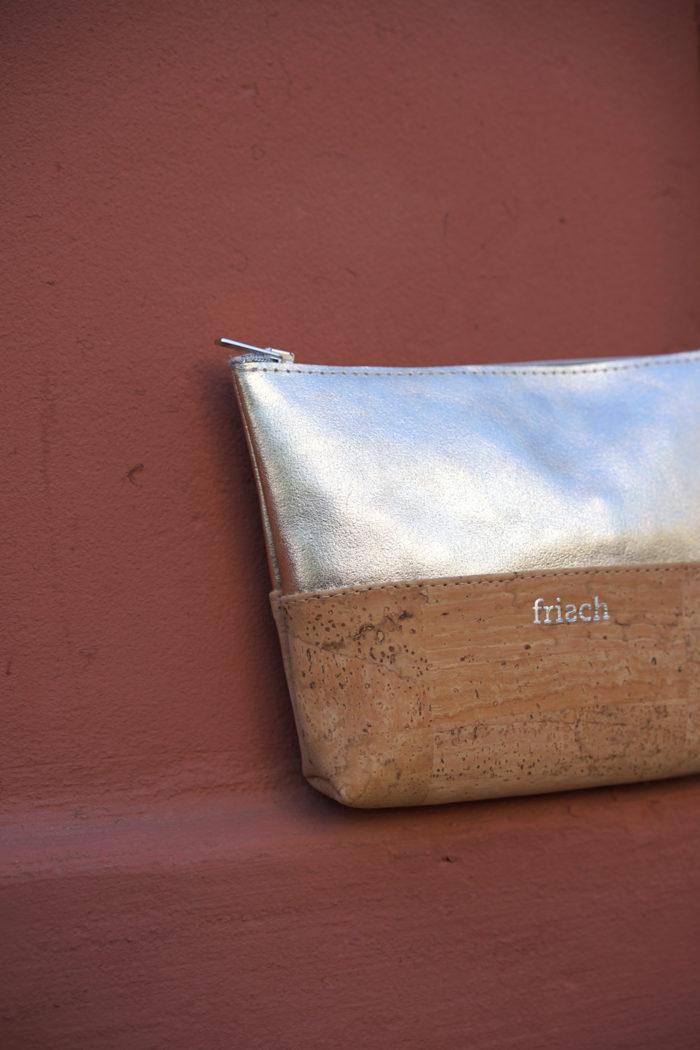 Produktfoto kleiner Beutel aus Naturkork und Leder von frisch