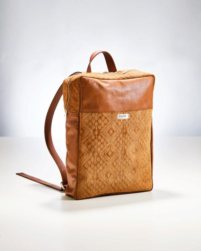 Lederrucksack in Retrodesign aus braunem Leder von frisch Beutel