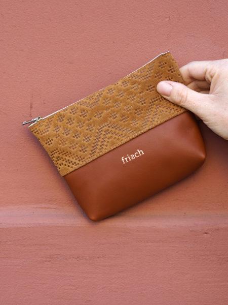 frisch Beutel Etui aus braunem Leder mit Prägung
