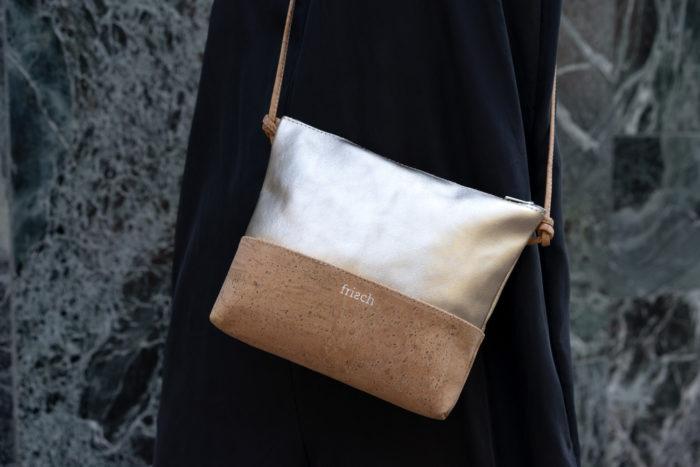 Schicke Handtasche aus Kork und Leder in Gold mit abnehmbarem Träger