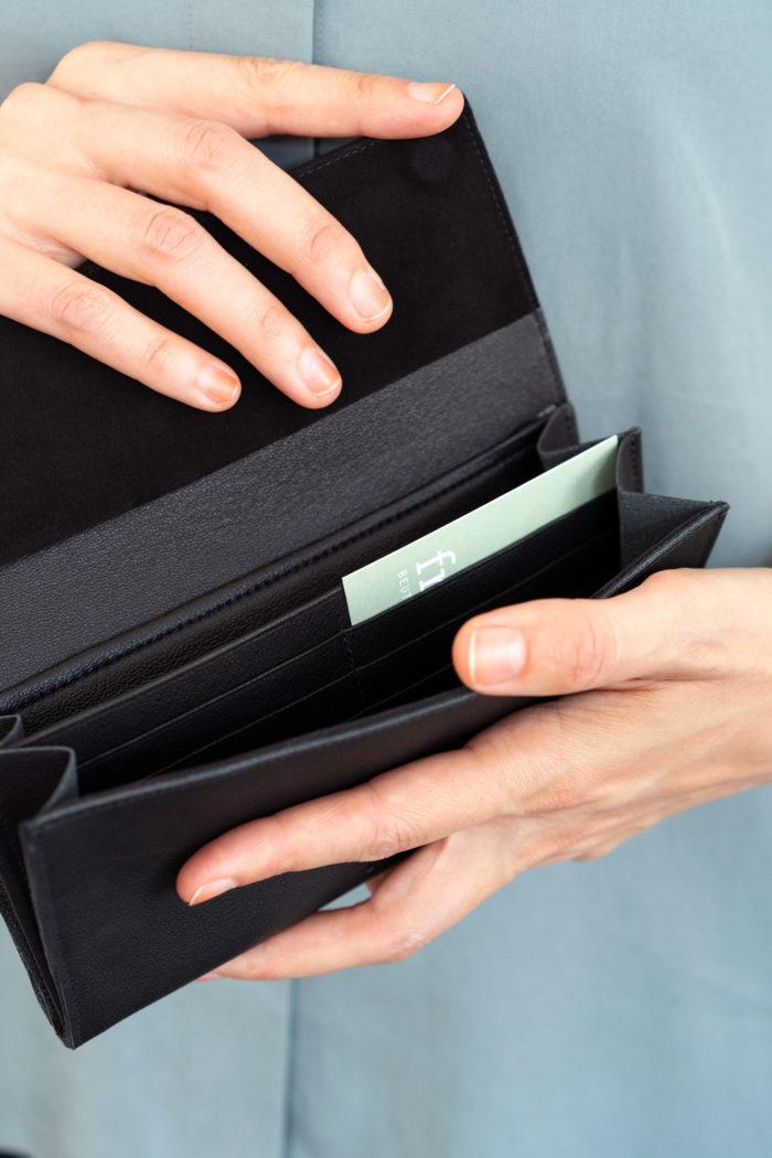 Innenfächer für Karten und Scheine Geldbeutel aus schwarzem Leder