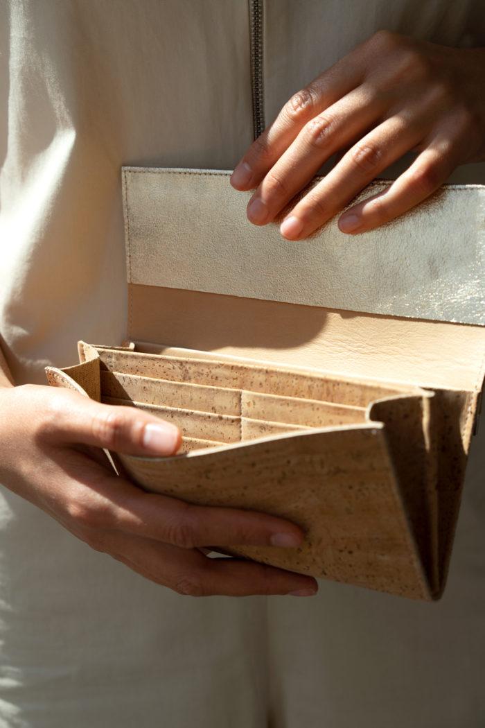Schickes Portemonnaie aus Kork mit vielen Kartenfächern
