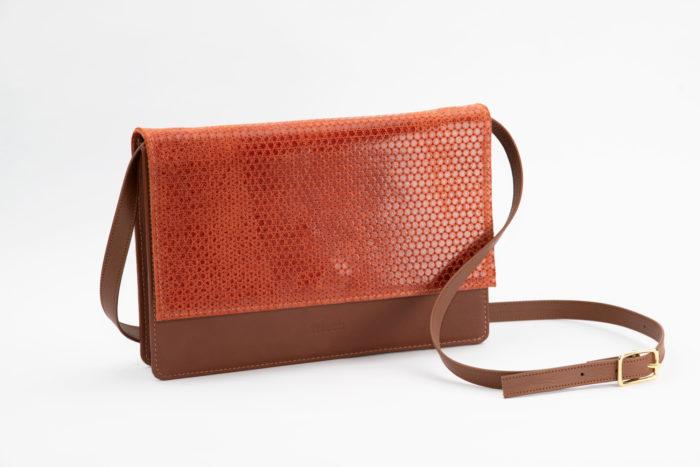 Handtasche von frisch Beutel aus Leder in braun und rostrot mit Glanz Prägung