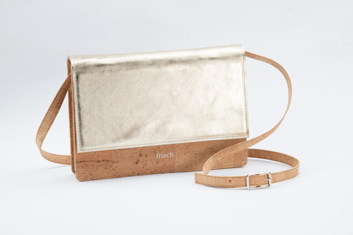 Handtasche von frisch aus Kork und Metallicleder und verstellbarem Träger aus Kork