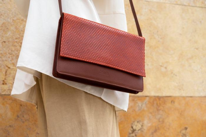 Wunderschöne retro Handtasche von frisch Beutel in rostrot und braun