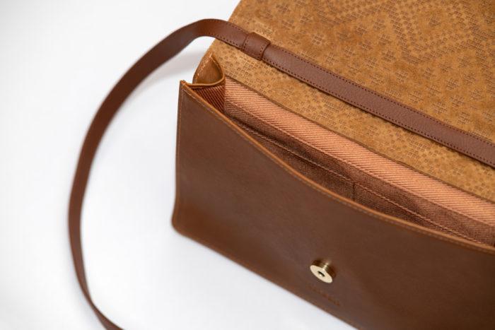 Innenfutter einer braunen Handtasche Boho mit Magnetknopf von frisch Beutel