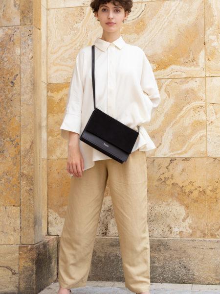 Model mit schicker frisch Beutel Handtasche Zadar in schwarz und Velours