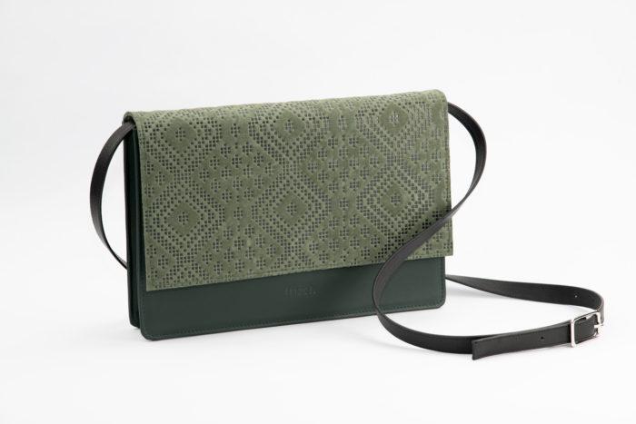 frisch Beutel Handtasche Como aus dunkelgrünem Leder mit schwarzem Träger zum Abnehmen