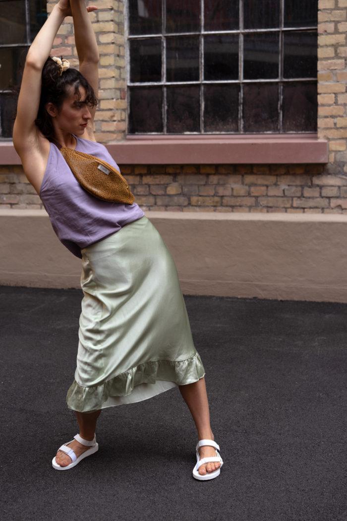 Tänzerin mit senfgelber frisch Beutel Bauchtasche Art