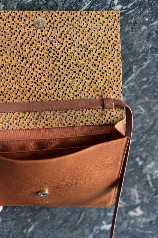 frisch Beutel Handtasche in braun und senfgelb mit abnehmbarem Träger aus Leder