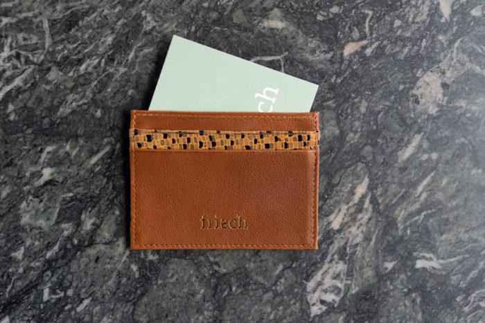Kartenetui in braun und senfgelb von frisch Beutel mit Visitenkarte