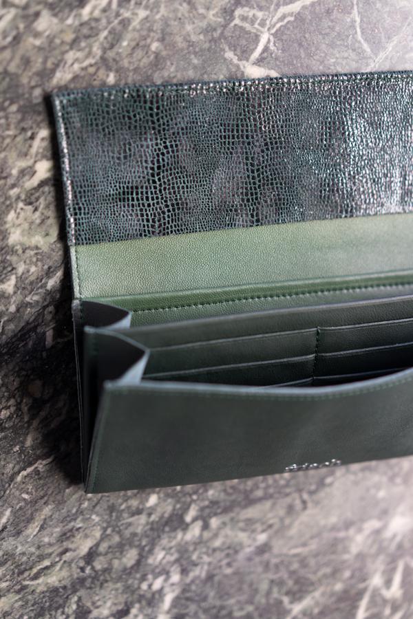 Geldbeutel von frisch Beutel aus Leder in dunkelgrün mit Innenfächern für Karten