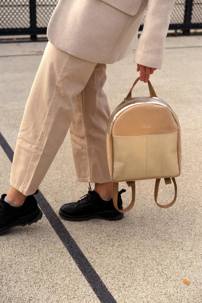 Nachhaltiger Rucksack in beige und gold