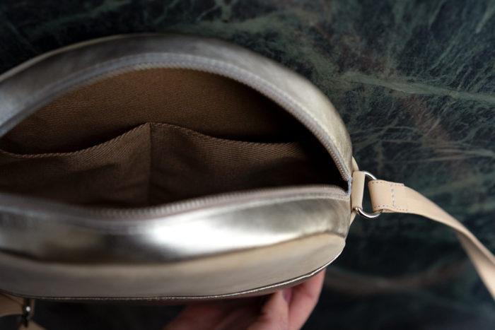 Innenfutter runde Tasche aus Leder beige