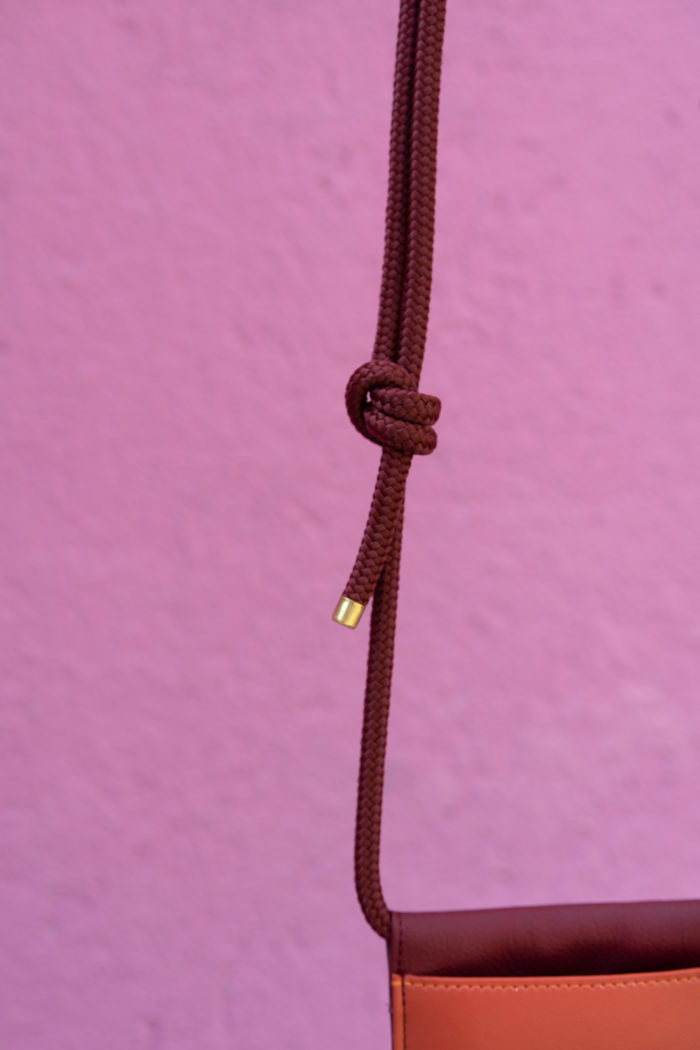Produktbild einer veganen Handytasche Detailaufnahme der Kordel