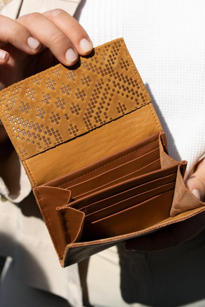 Produktbild kleiner Geldbeutel Boho mit Blindprägung Innenansicht