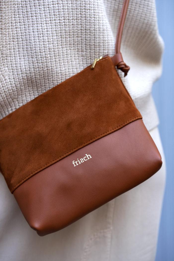 Produktbild Handtasche Erde aus Glatt- und Wildleder gefertigt mit goldener Prägung